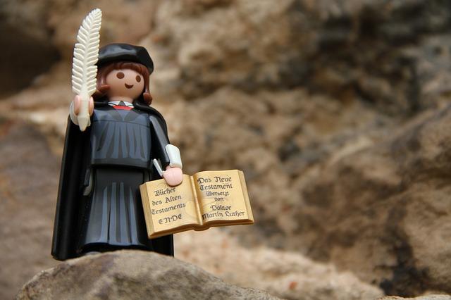 Martin Luther reformierte die Kirche in Deutschland.